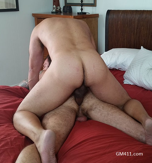 Gay sex - Brian Davilla Breeds George Glass from Hotoldermale
